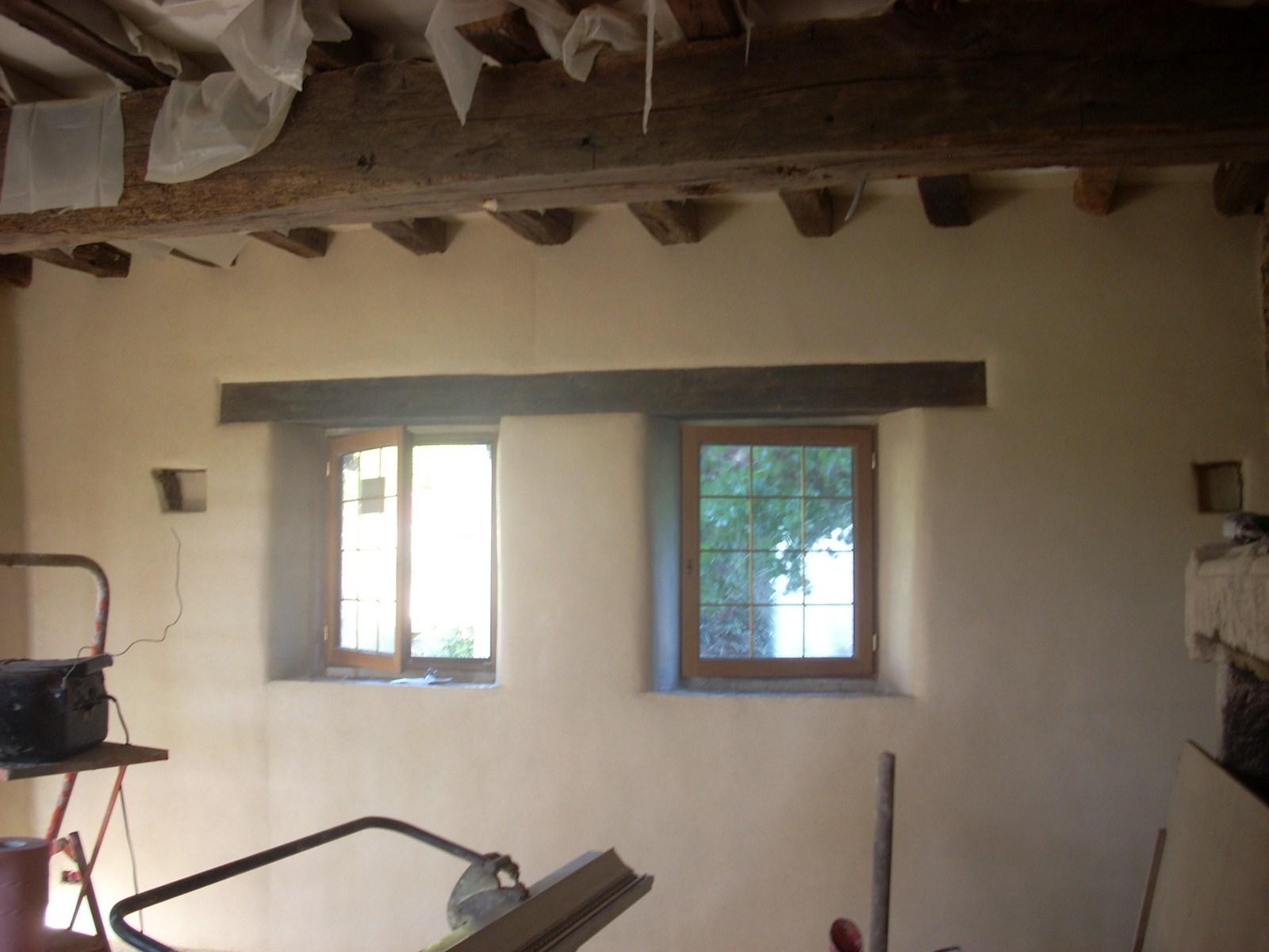 Deux mains des murs d cor mural la chaux cae 29 for Enduit decoratif salle de bain
